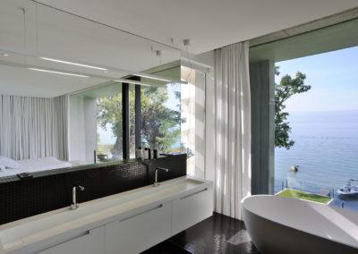 Double vasque et baignoire en Corian®